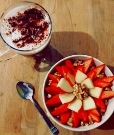 Zimtporridge mit Apfel und Nüssen